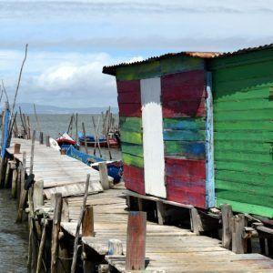puerto palafito comporta
