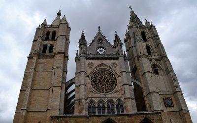 Joyas de León que no te puedes perder: Del románico al gótico y la cueva de Valporquero
