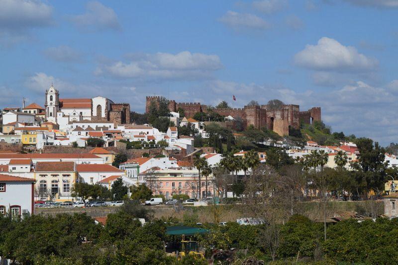Ruta por el Algarve portugués en coche eléctrico: Quinta etapa,los castillos defensivos: Silves – Paderne y Aljezur