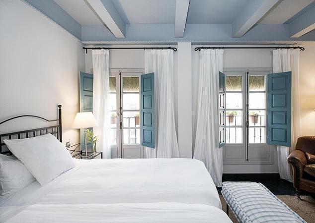 hotel con punto de recarga de coche eléctrico_hotel las casas del rey de baeza